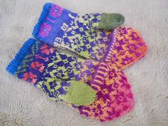 Ravelry: lacesockslupins' Two Green Thumbs, Convertible Mittens Fingerless Mittens, Knit Mittens, Mitten Gloves, Ski Sweater, Wrist Warmers, Fair Isle Knitting, How To Purl Knit, Ravelry, Convertible