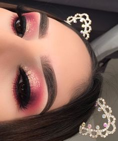 Profesionální make-up - Photo - inspirace makeup - hashtag {} Cute Makeup Looks, Makeup Eye Looks, Gorgeous Makeup, Pretty Makeup, Baddie Makeup, Glam Makeup, Eyeshadow Makeup, Eyeshadows, Creative Makeup Looks