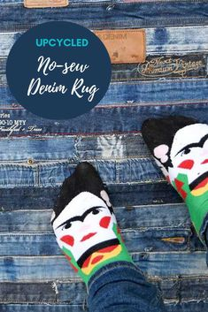 How to make a cool denim waistband rug by repurposing your old jeans.  The best thing about this upcycled denim project is that it is no-sew  #denimrug #diyrug #upcycleddenim