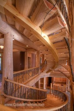 <b>Dramatic Center Staircase Feature<b>