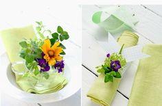 이미지 출처 http://www.minimalisti.com/wp-content/uploads/2015/01/Napkin-rings-fresh-flowers-violet-blossom-Easter-decorating-ideas.jpg