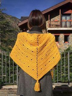 El chal de lana que estabas esperando Poncho Crochet, Crochet Shawls And Wraps, Knitted Shawls, Love Crochet, Crochet Scarves, Crochet Yarn, Crochet Clothes, Crochet Stitches, Crochet Patterns