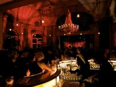 Rote Bar, Volkstheater