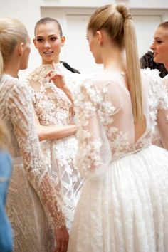 The sleek ponytails, the stunning hand-crafted Elie Saab dresses, all of the sleeves (oh yes, I love a wedding dress with sleeves.) Call me old fashioned. Found via The Cinderella Project // Image via Elie Saab Elie Saab, Glamour, Look Fashion, Fashion Show, High Fashion, Look Formal, Looks Vintage, Mode Inspiration, Wedding Inspiration