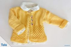 Knit a cute baby jacket, a classic of baby equipment. Knit a cute baby jacket, a classic of baby equipment. Find a free knitting pattern for a baby jacke Diy Finger Knitting, Free Knitting, Baby Knitting, Knitting Patterns, Summer Dress Patterns, Baby Equipment, Baby Sweaters, Knitted Blankets, Baby Booties
