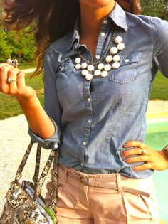 Love this whole outfit, denim top, chunky necklace, khaki/tan pants/shorts, and of course snake print purse! I'm def inspired!
