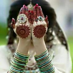 The Beautiful Henna design makes you more beautiful. Here you can find some famous and beautiful Henna Designs. Back Hand Mehndi Designs, Mehndi Designs 2018, Mehndi Designs For Beginners, Mehndi Designs For Girls, Unique Mehndi Designs, Wedding Mehndi Designs, Beautiful Mehndi Design, Arabic Mehndi Designs, Mehandi Designs