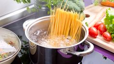 How to Prep a Week's Worth of Pasta in Under 30 Minutes! Sauce Recipes, Pasta Recipes, Pasta Dishes, Food Dishes, Pasta Casera, Pasta Al Dente, Huevos Fritos, Italian Chef, Spaghetti