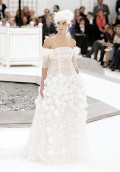 Karl Lagerfeld : les 30 looks les plus iconiques des défilés Chanel - Elle Karl Lagerfeld, Marie Claire, Fashion Week, Paris Fashion, Silhouettes, Tweed, Mode Chanel, Chanel Couture, Show Photos