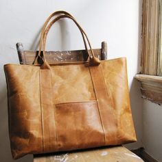 A simple & timeless leather tote.