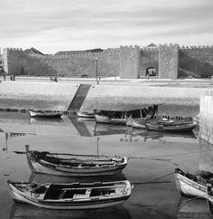 Artur Pastor Algarve, Open Shutters, Places In Portugal, Travel Goals, Vintage Photographs, Lisbon, Portuguese, Marina Bay Sands, Old Photos