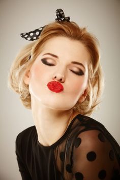 How to Wear a Classic Red Lip Pin up make up