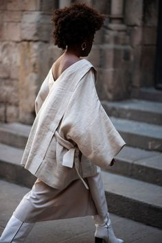 This oversized linen kimono top would make a gorgeous addition to any minimal capsule wardrobe. Check out the rest of Etsy shop Atuko's linen clothing collection for more ethical fashion inspiration. 7 minimal Etsy Gifts for Interiors with Beige Aesthetics