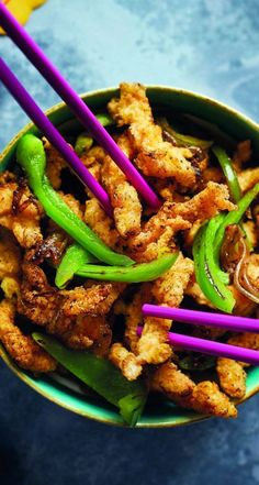 Celebrate Chinese New Year with this shredded crispy chicken with black pepper and salt # - therezepte sites Crispy Shredded Chicken, Chinese Crispy Chicken, Crispy Chicken Recipes, Chinese Chicken Recipes, Easy Chinese Recipes, Asian Recipes, Recipes With Chicken And Peppers, Chicken Stuffed Peppers, Stuffed Green Peppers