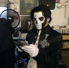 Papa Emeritus III - Unplugged Show. The Nameless Ghouls Official Ghost Cult. - https://www.facebook.com/namelessghouls/photos/a.211269835709075.1073741828.210528292449896/487104411458948/?type=1