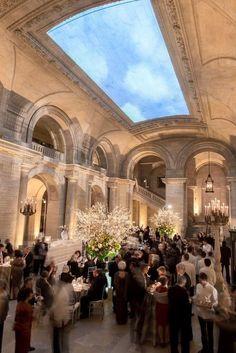 New York Wedding: Public Library Transformed into Garden Hideaway - MODwedding