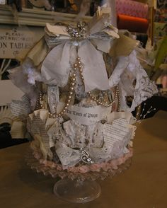 Newspaper and draped pearls Book Crafts, Diy And Crafts, Paper Hats, Paper Art Projects, Cottage Crafts, Diy Crown, Paper Crowns, Fancy Houses, Queen Crown