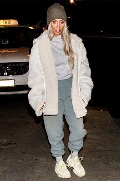 Ким Кардашьян в кроссовках Yeezy в Лос-Анджелесе