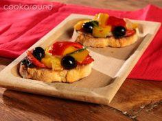 Crostini con peperoni e olive un antipasto caldo davvero buono!