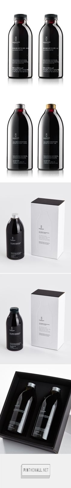 Cold brew coffee products are all for sale on the Handium website. The packaging design is so simple and lovely PD