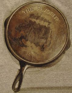 """Vintage THE FAVORITE Cast Iron #8 Skillet w/ Heat Ring 10 1/2"""" THE FAVORITE is the line that was made in prison."""