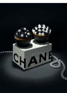 Chanel wedding cupcakes
