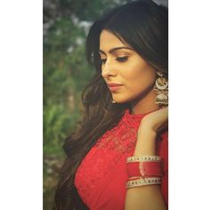 Loving her simple and elegant look isn't she is looking effortlessly gorgeous. Beauty Full Girl, Beauty Women, Beautiful Dress Designs, Bride Poses, Indian Tv Actress, Cute Girl Photo, Most Beautiful Indian Actress, Bridal Outfits, India Beauty