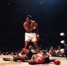 Muhammed Ali, Sonny Liston'u yere sermişken…