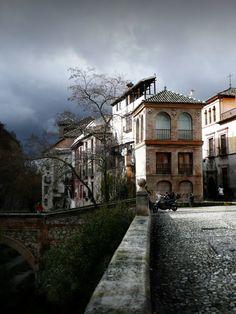 Puente y Casa de las Chirimías en el Paseo de los Tristes. (vía flickr)