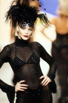 Hollywood Fashion, 90s Fashion, Daily Fashion, Runway Fashion, Fashion Show, Street Fashion, Bedazzled Bra, Nadja Auermann, Modern Vintage Fashion