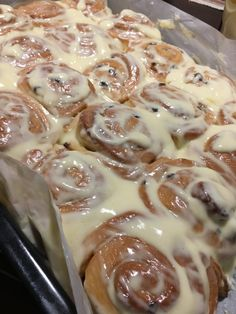 American cinnamon snail or cinnamon rolls, Food And Drinks, In the US, this cinnamon is simply referred to as Cinnabon, a fantastic cinnamon snail made of delicious pasta with macarpone and sugar . Bakery Recipes, Snack Recipes, Dessert Recipes, Cinnabon, Winter Food, Cinnamon Rolls, Sweet Recipes, Food And Drink, Favorite Recipes