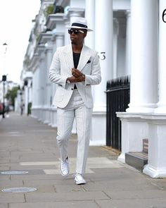 Apr 2020 - Dress for success with classic men's suits and suit pants. See more ideas about Mens suits, Dress for success and Suits. Smart Casual Menswear, Smart Casual Wear, Casual Wear For Men, Men Wear, Best Mens Fashion, Mens Fashion Suits, Mens Suits, Men's Fashion, Mens Photoshoot Poses
