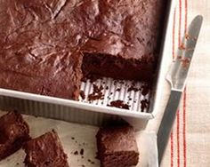 Dark Chocolate Brownies from Ellie Krieger - a lighter version of a chocolate favorite. Less guilt, lots of flavor! Healthy Desserts, Just Desserts, Delicious Desserts, Yummy Food, Healthy Brownies, Healthy Menu, Healthy Recipes, Brownie Recipes, Cake Recipes