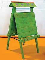 Outdoor easel for hours of creativity. Looks like it could also be made from a pallet. My dad could make this for Jasmine!!