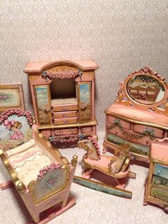 Decorated to the oleo doors are painted with an illustration of a landscape, murdered by artisanally made embossed flowers with floral motifs. Barbie Doll House, Barbie Dolls, Miniature Furniture, Dollhouse Furniture, Pink Wardrobe, Fairy Houses, Doll Houses, Barbie Furniture, Painted Furniture