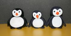 Tutorial on how to make gum paste penguin cake toppers. These little penguins are so cute that they will go great on any cake. Cake Decorating Techniques, Cake Decorating Tutorials, Cookie Decorating, Decorating Ideas, Penguin Cake Toppers, Penguin Cakes, Cake Topper Tutorial, Fondant Tutorial, Gluten Free Cupcake Recipe