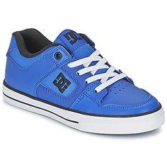 Har dine børn brug for et par nye skatesko? Led ikke længere: vælg denne blå model. Den har en overdel i læder, og et for i tekstil, så der er intet at sætte en finger på. DC Shoes giver dig støtte og fodfæste med denne sko med gummisål. Den er en kombination af old school og moderne stil og passer perfekt ind i modebilledet! - Farve : Blå /   - Sko Barn 389,00 Kr