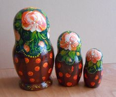 "Set of 3 puppets a tall #matryoshka dolls largest 4"" (10 cm). Traditionally Russian souvenir matryoshka it is a fun gift. As all of our souvenirs, this nesting dolls one is ... #babushka #handmade #khokhloma"