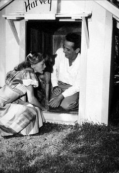 Humphrey Bogart and Lauren Bacall with their pet boxer, Harvey, at their Benedict Canyon home, CA, 1948 Old Hollywood Movies, Old Hollywood Glamour, Vintage Hollywood, Hollywood Stars, Classic Hollywood, Hollywood Life, Humphrey Bogart, Lauren Bacall, Old Movies