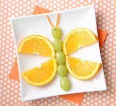 Essen anrichten, Nachtisch, Dessert, Obst, Schmetterling aus Orange Orangen, Traube, Trauben mit Karott, Karotten, Kinder, mit Kindern, Geburtstag, Feier, Kindergeburtstag, Party