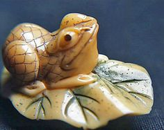 Antique Yellow Jade Hand Carved Frog On Lily Pad Netsuke FS