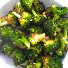 Lemon Garlic Roasted Broccoli 1 bunch broccoli, 1 T coconut oil -melted, 3 cloves garlic -sliced, salt and pepper to taste, half a lemon  425 for 20 min - sprinkle w/lemon after