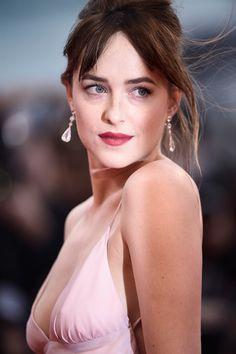 love her makeup look!