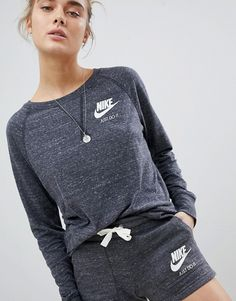 Discover our collection of women's hoodies & sweatshirts at ASOS. Browse the latest sweatshirt styles, including cropped & zip up hoodies. Order at ASOS. Daily Fashion, Fitness Fashion, Trendy Fashion, Fitness Clothing, Fashion Online, Zip Up Hoodies, Sweatshirts, Casual Outfits, Trends