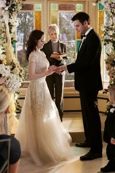 Charmed: Paige (Rose McGowan) and Henry (Ivan Sergei) suffer from a little case of cold feet, but the sisters are able to work some magic and get their sister to the altar.