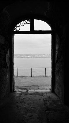 """Túnel em ruínas no Ginjal, Cacilhas, Almada, Portugal. Este magnífico túnel é, para os fotógrafos de Almada ou para os que por aqui passam, um local """"obrigatório"""". Já vi inúmeras fotografias deste túnel."""