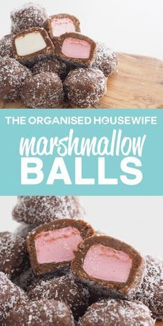 Marshmallow balls have a sweet biscuit mixture coating marshmallows, a delicious snack idea. Marshmallow balls have a sweet biscuit mixture coating marshmallows, a delicious snack idea. Candy Recipes, Sweet Recipes, Baking Recipes, Cookie Recipes, Dessert Recipes, Top Recipes, Xmas Food, Christmas Cooking, Crack Crackers