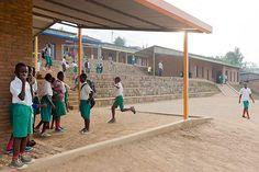 Escola Primária Umubano / MASS Design Group