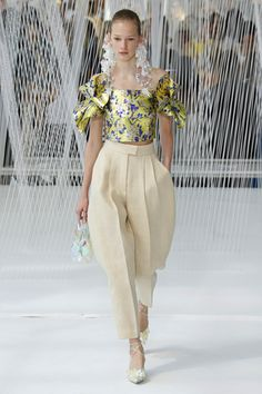 Delpozo Ready-to-Wear Spring 2017 Look 4 Catwalk Fashion, Fashion 2017, High Fashion, Fashion Trends, Street Chic, Street Style, Parisienne Chic, Mode Inspiration, Passion For Fashion