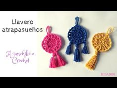 Learn to crochet Super Easy Dreamcatcher Keychain. Keychain pendant, ornament shaped like a dream catcher are very creative and modern accessory. Ideal for decorating or for gift. Motif Mandala Crochet, Crochet Dreamcatcher Pattern, Crochet Necklace Pattern, Crochet Keychain, Crochet Flower Patterns, Crochet Designs, Crochet Flowers, Crochet Lace, Crochet Earrings